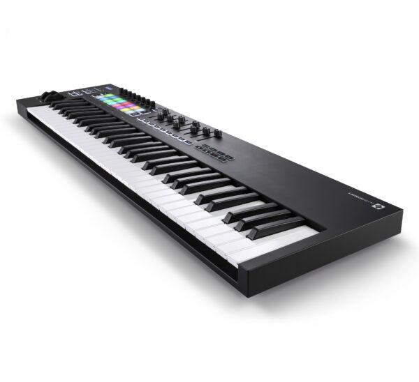 AUDIOIBIZA TECLADO MIDI NOVATION LauncKey 61 3quart right HR scaled