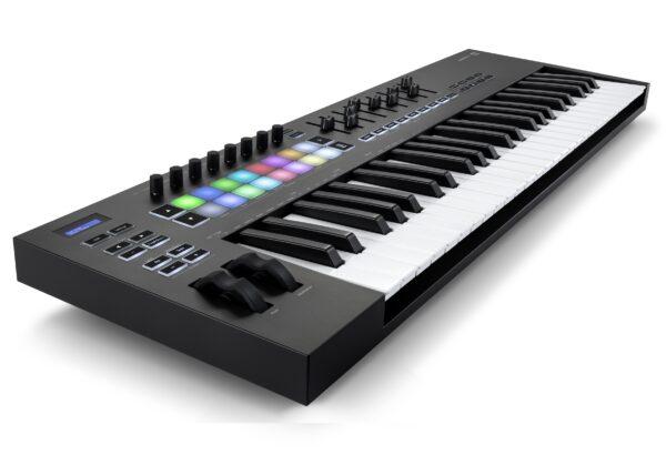 AUDIOIBIZA TECLADO MIDI NOVATION LaunchKey 49 3quart left HR scaled
